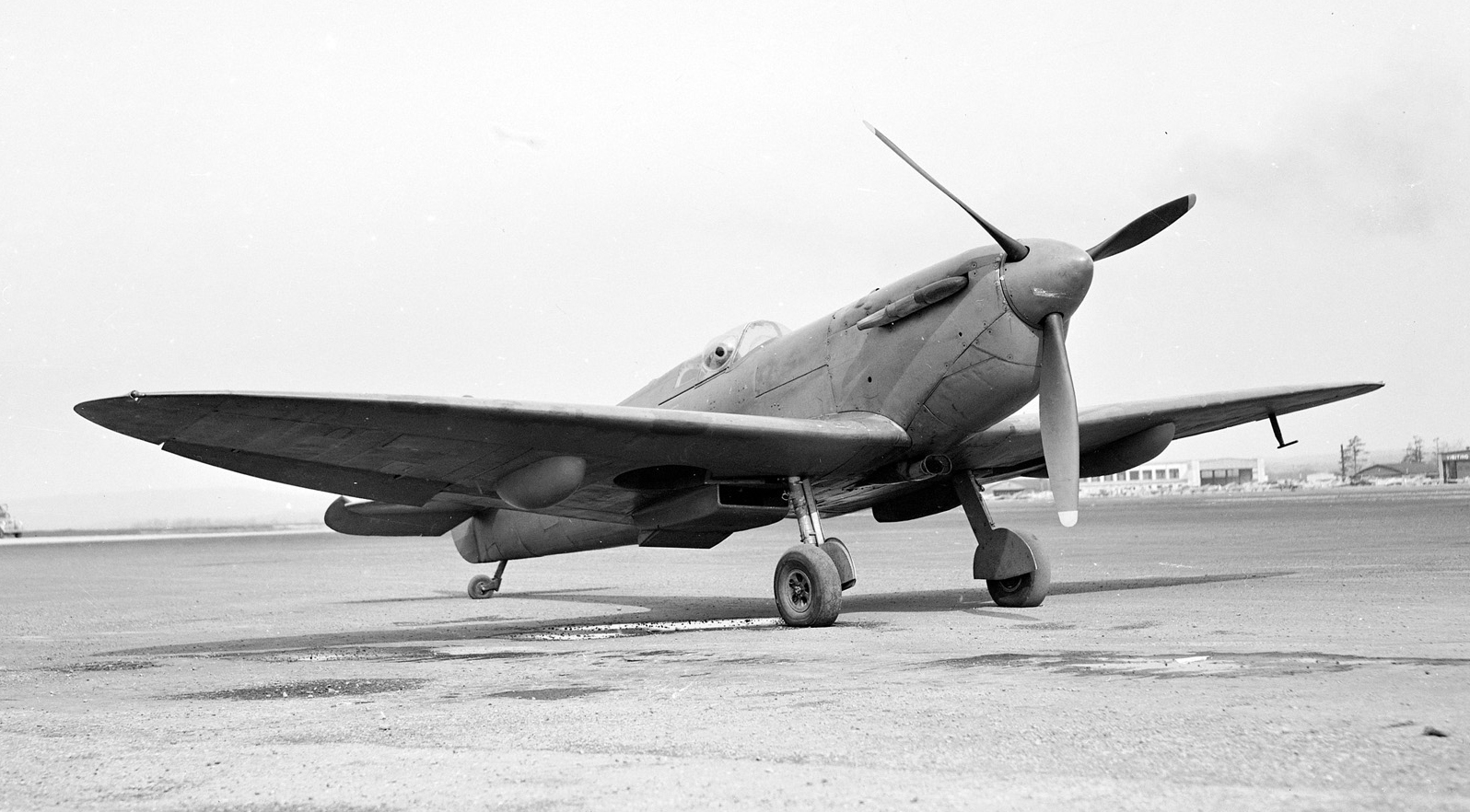 Un Spitfire au sol le 22 mai 1943. PHOTO : Archives du MDN, PL-16608